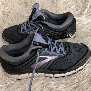 Brooks Women's size 10.5 D width tennis shoes